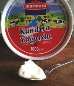 """Der """"Marmara""""-Joghurt 3,5%: Ein stichfester Joghurt nach türkischer Art mit reinem Aroma, kräftiger Säure und angenehm glatter Konsistenz. Er kommt aus der """"Frankenland""""-Molkerei bei Würzburg."""